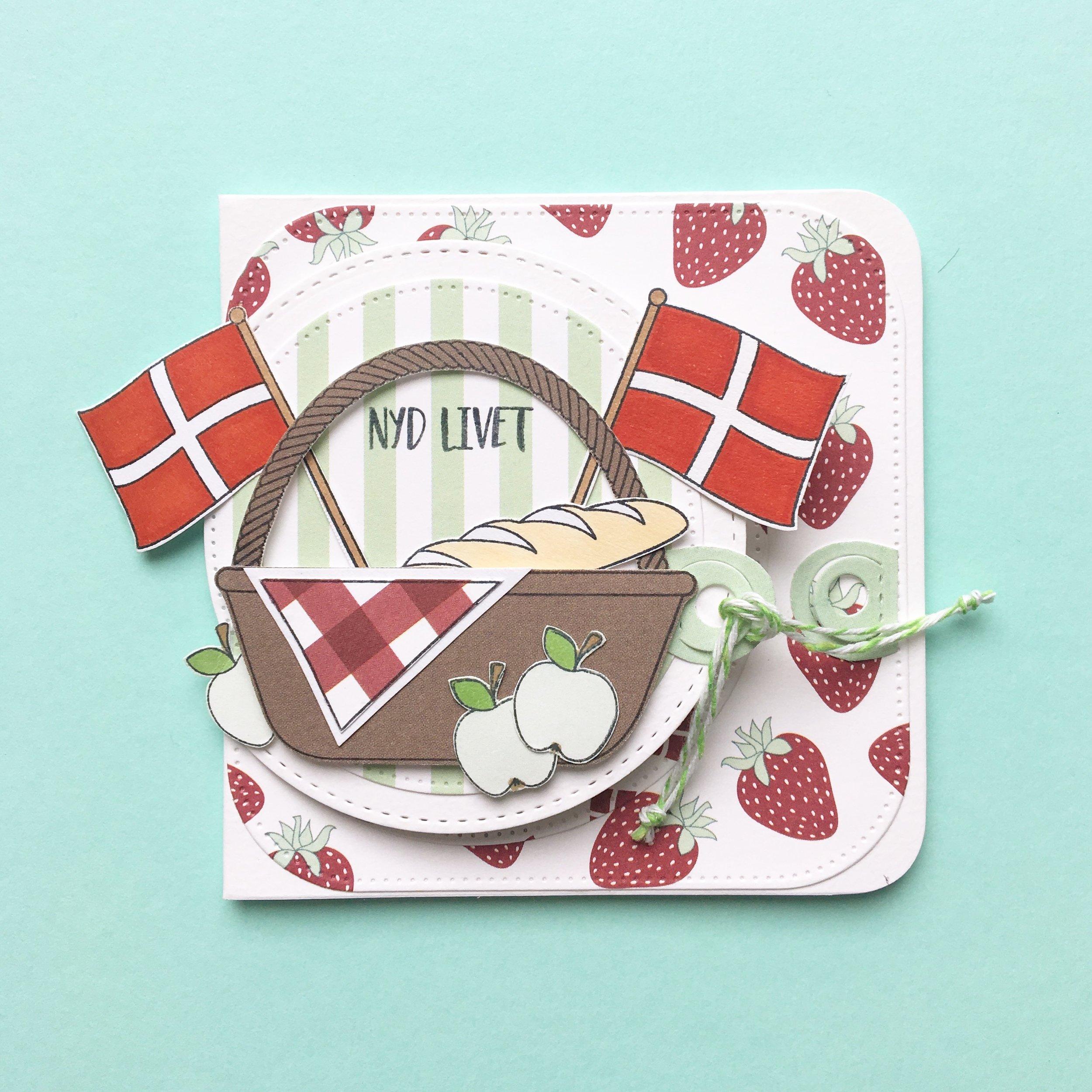Kort 3 Picnic kort i flere lag ;) 10x10 cm   Stempler:   picnic , flag    Dies:   firkant med runde hjørner ,  halvcirkel    Papir:   'smagen af pistage' , 'smagen af sommer'