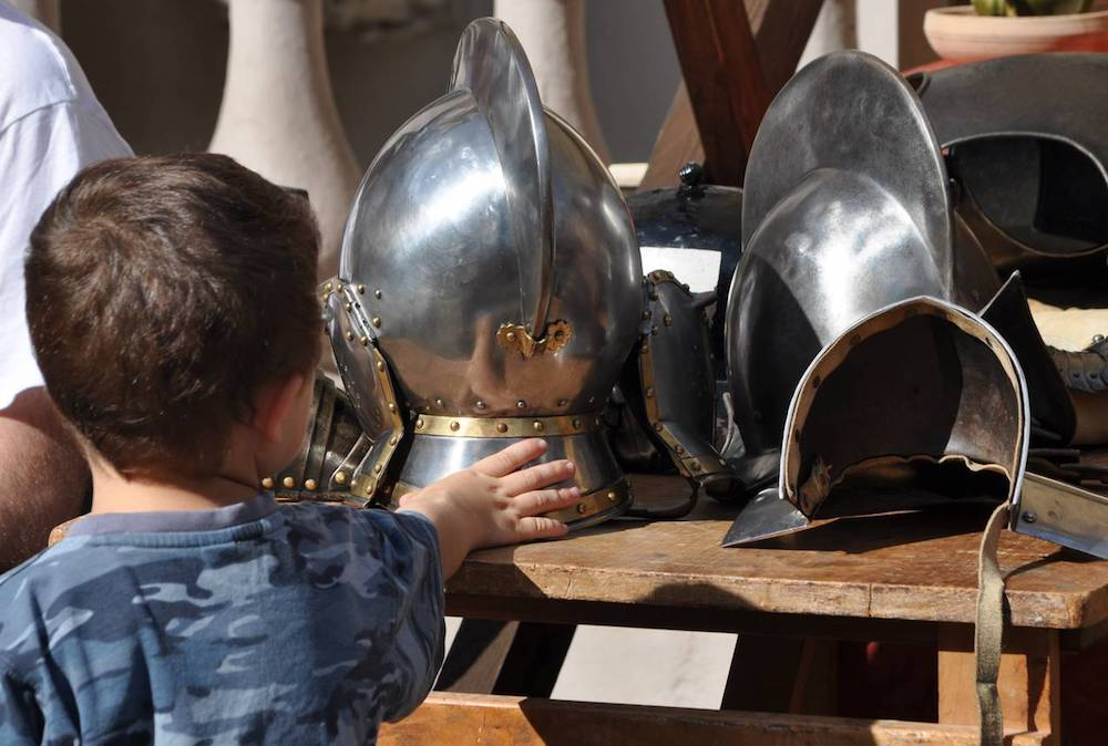 hands_on_armour.-wallace-collection.jpg
