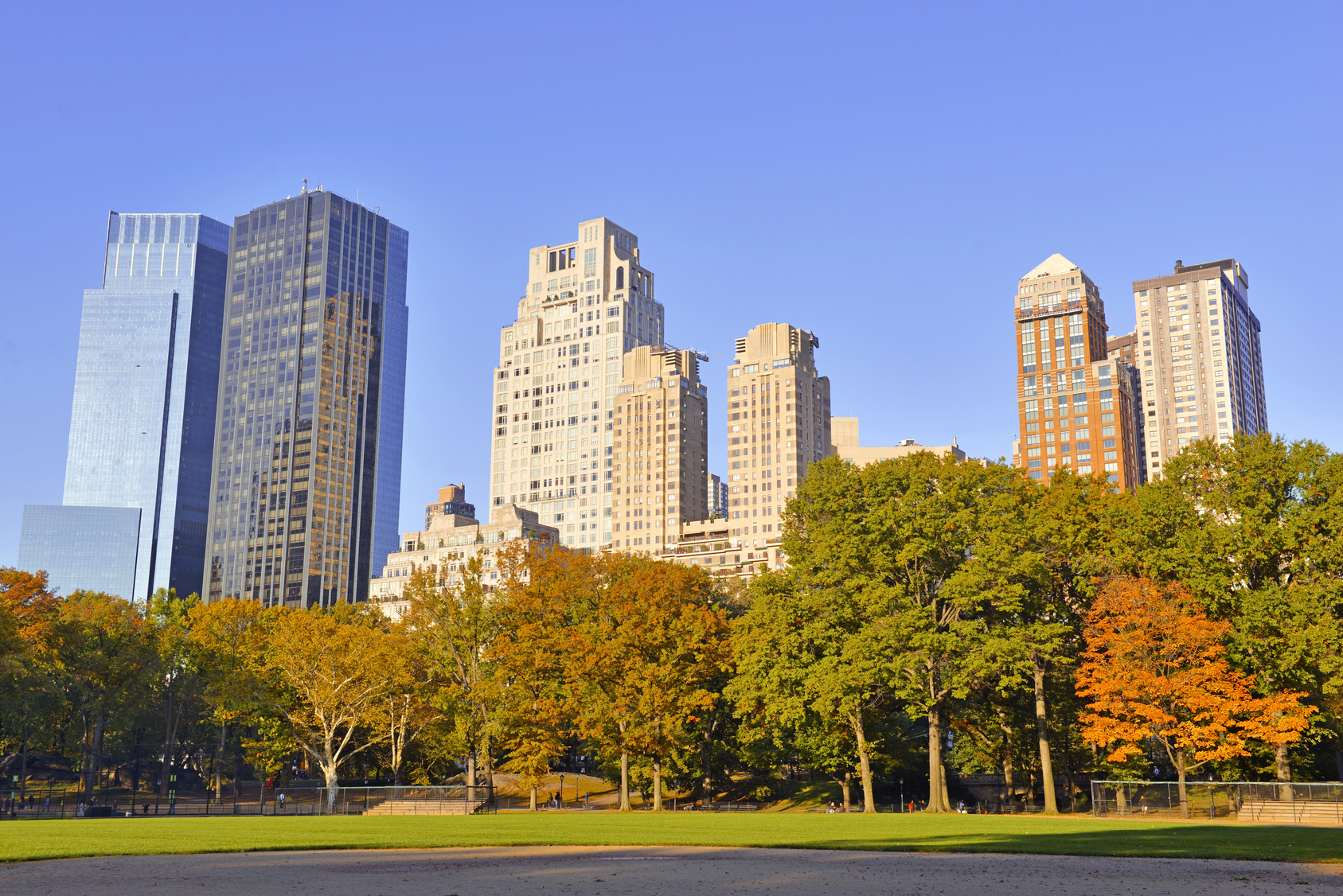 Fall colours will make the perfect backdrop for your New York wedding