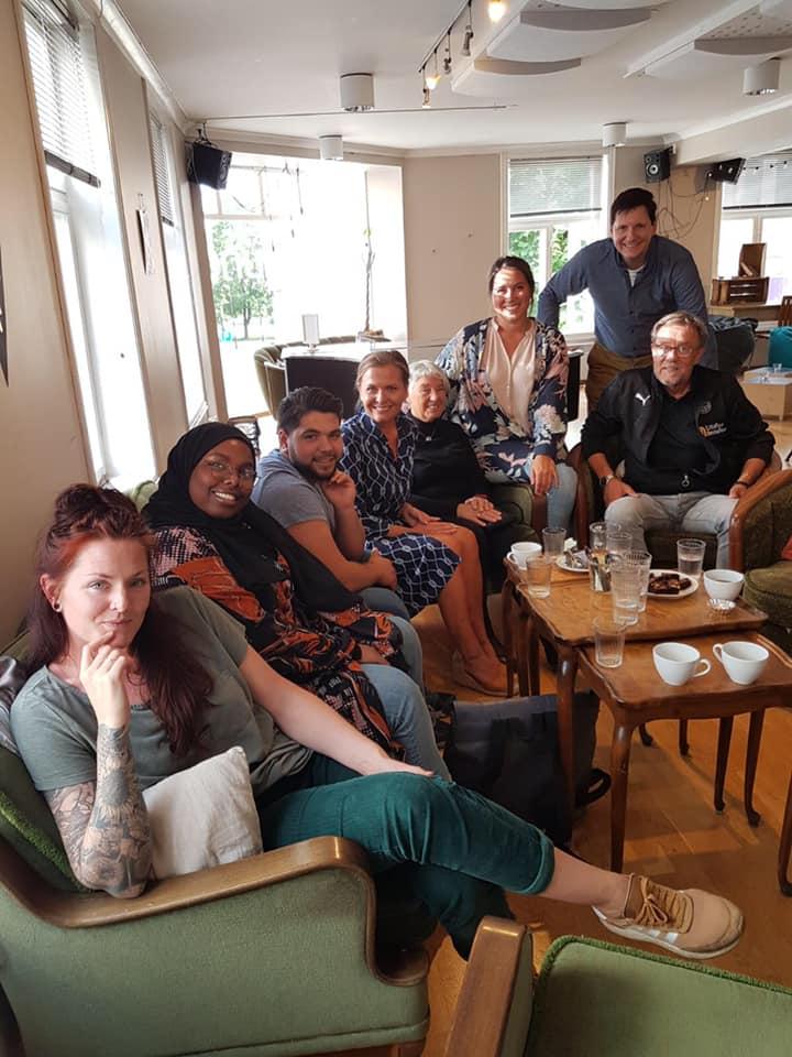 Møte på Café Uno, Utafor innafor og Hamar KrF
