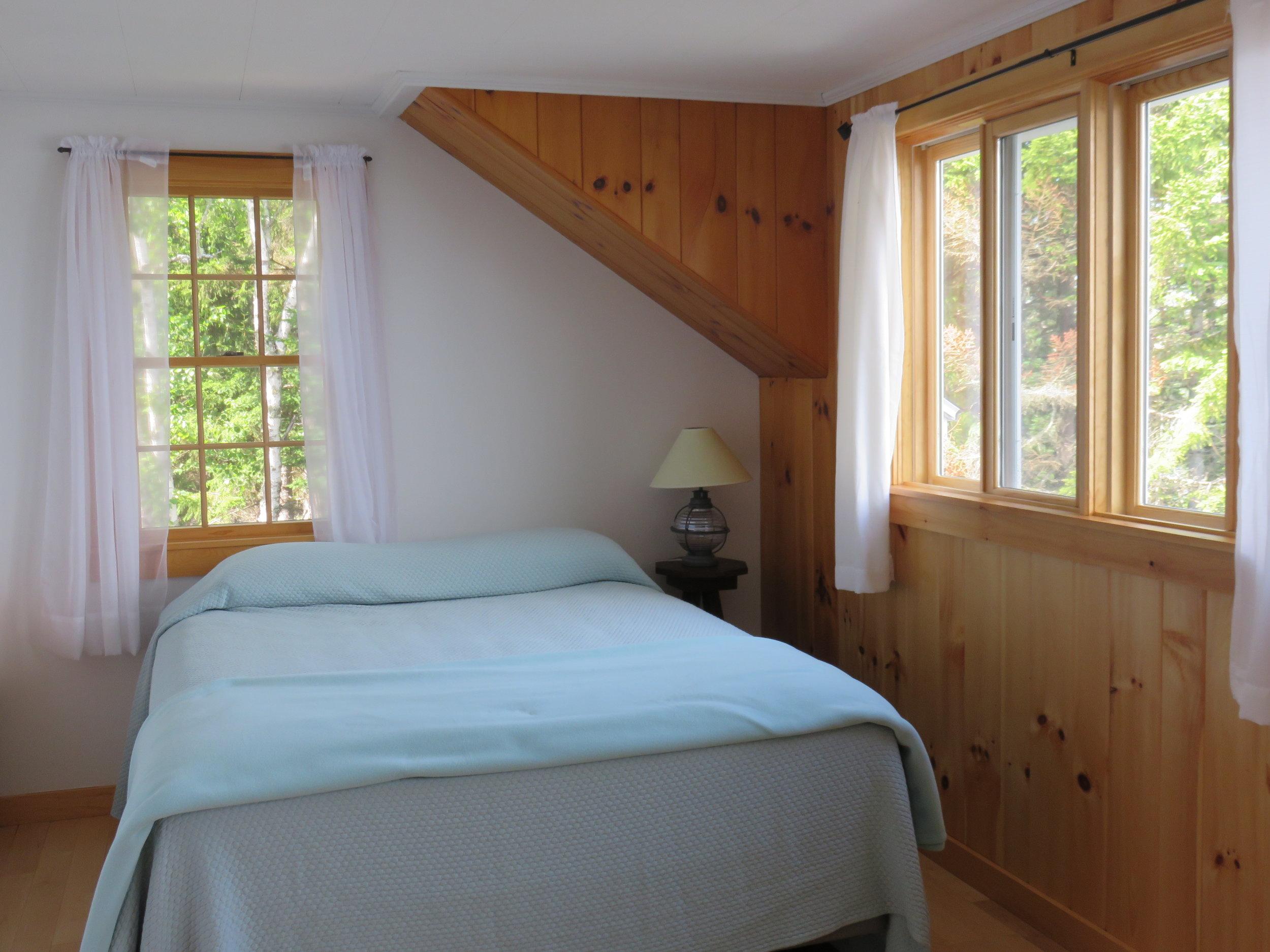 claires bedroom moss wood.JPG
