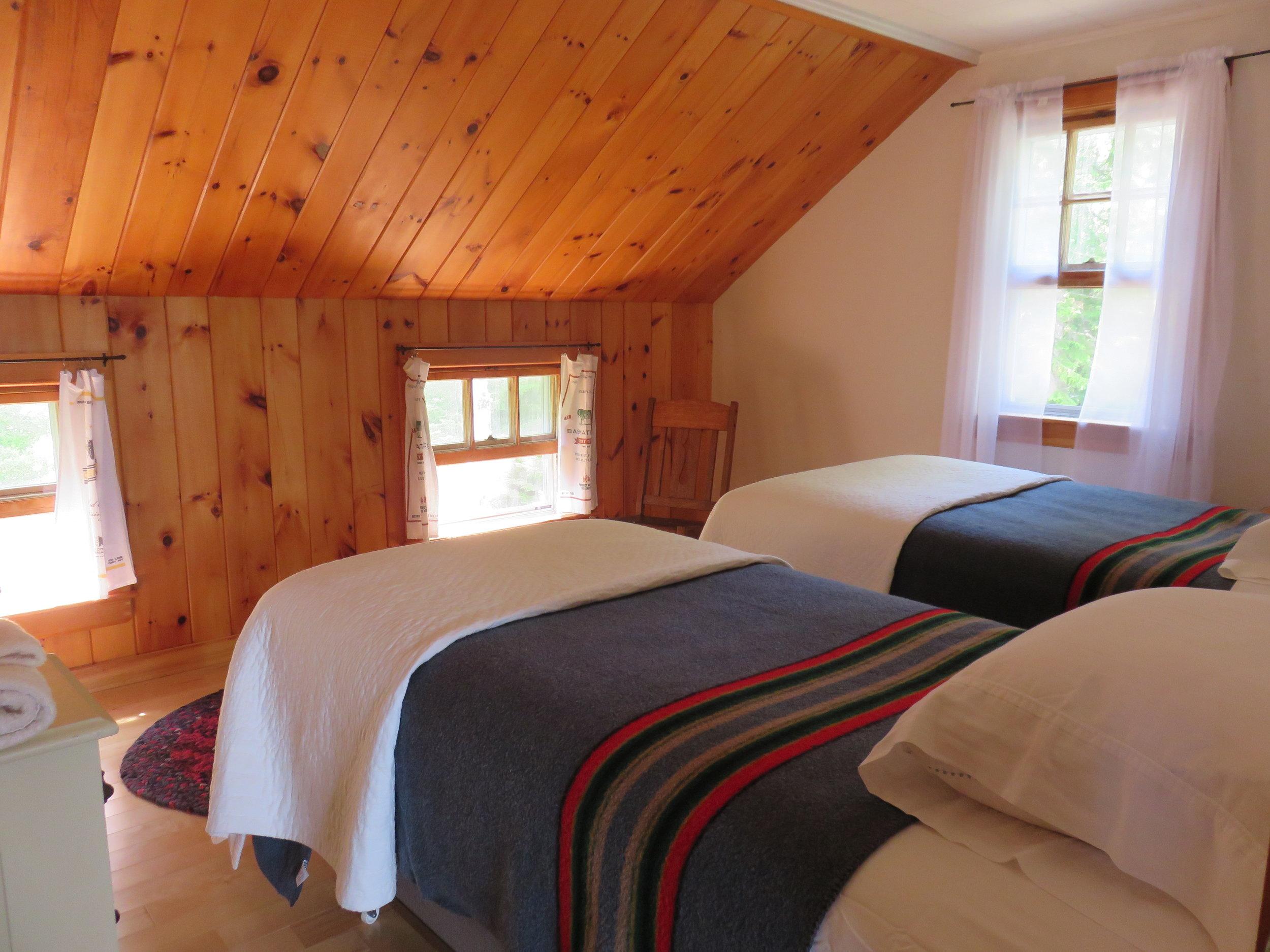 Mosswood bedroom 1.JPG