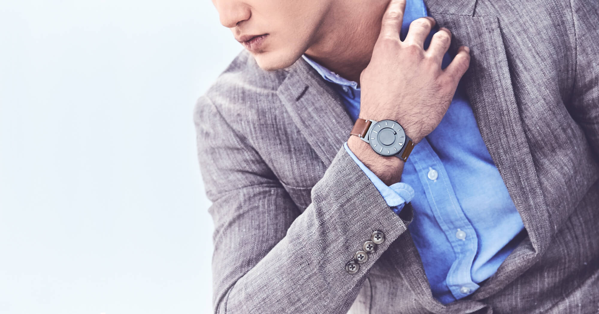 Created by US design company Eone, the Bradley watch is a revolutionary tactile timepiece designed for everyone to wear. It requires neither sound nor vision.