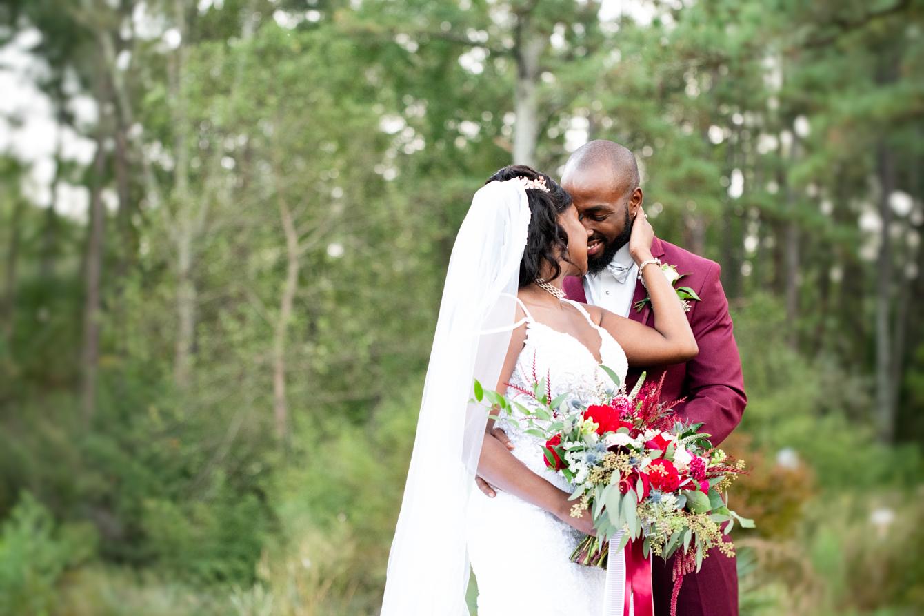 Wedding Photos at the Cape Fear Botancial Wedding.