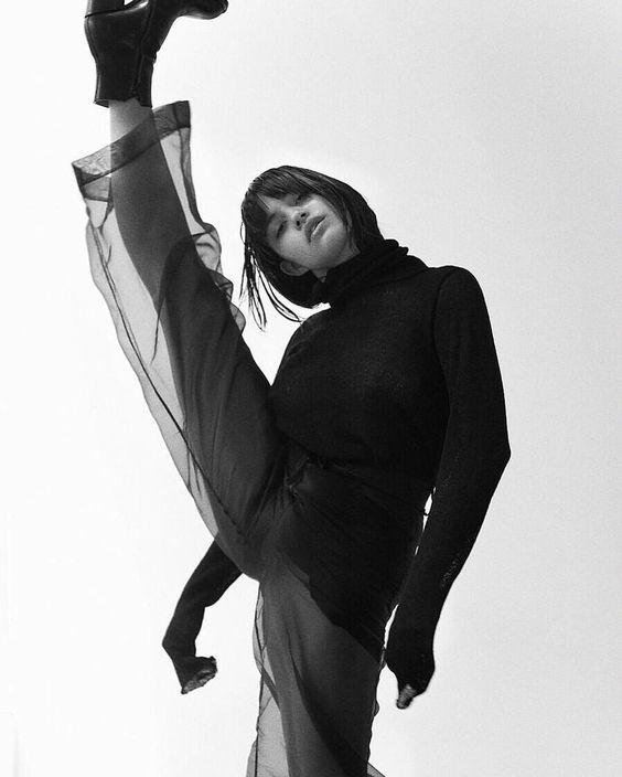 dancer in balck.jpg
