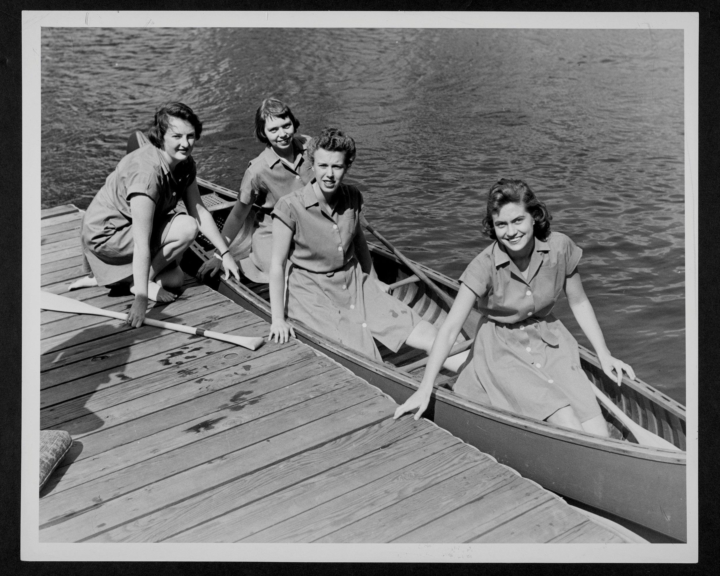 Students go canoeing during the 1952 Parents' Weekend.