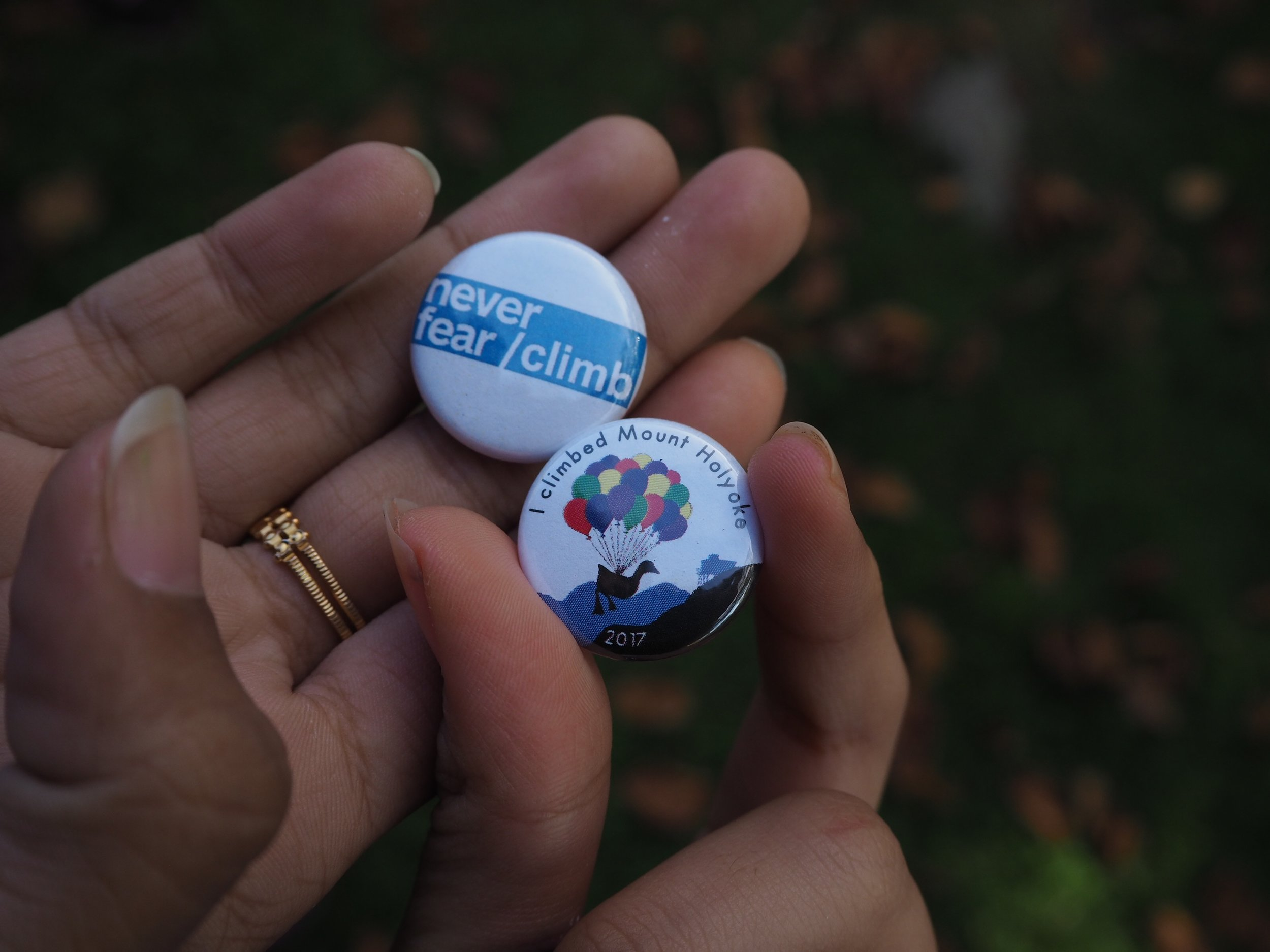 Photo by Tammy Vesvarute '21  Students made buttons on Mountain Day 2017.