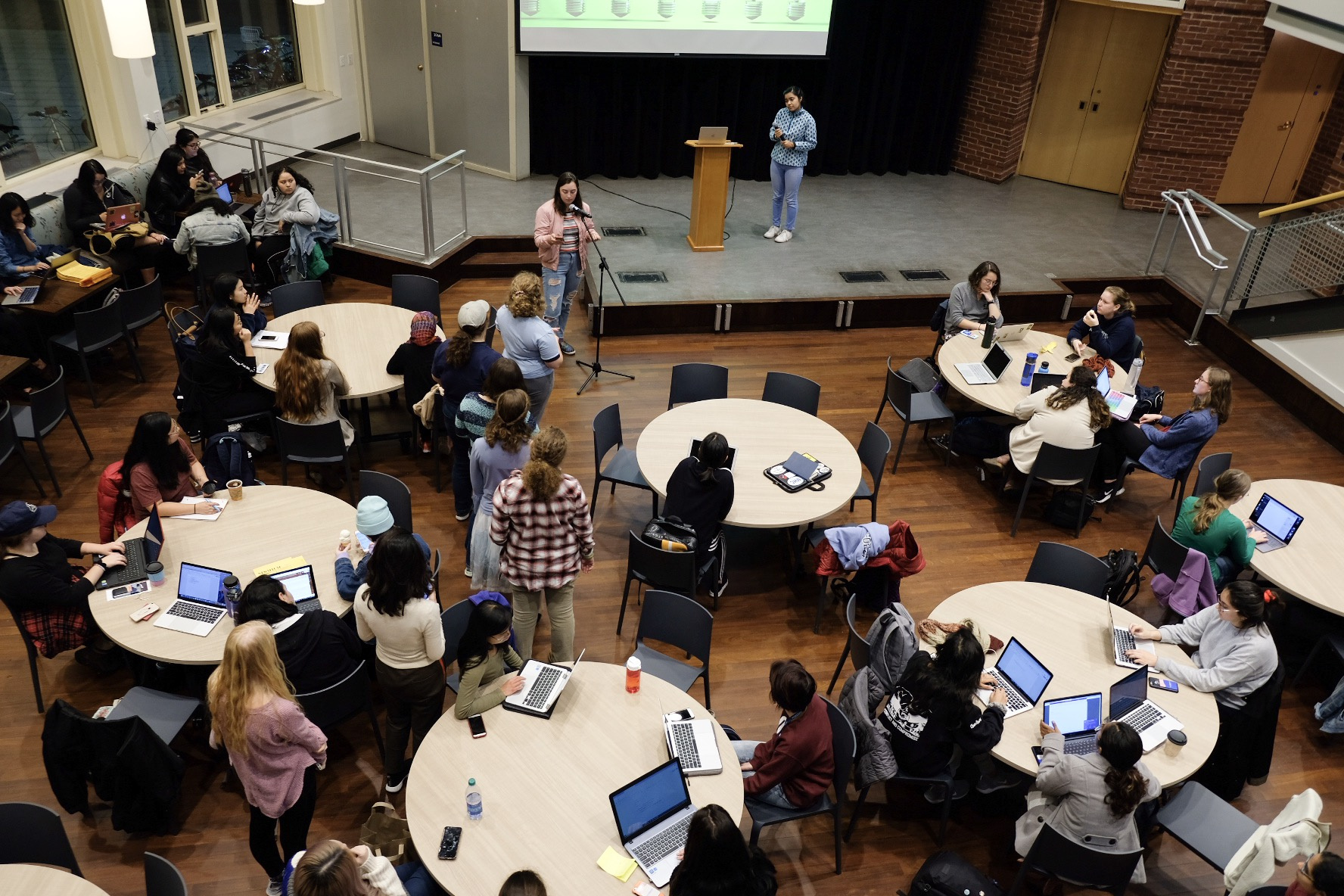 Photo by Qui Li '21  Students attend the second senate meeting of the 2018-2019 academic school year.