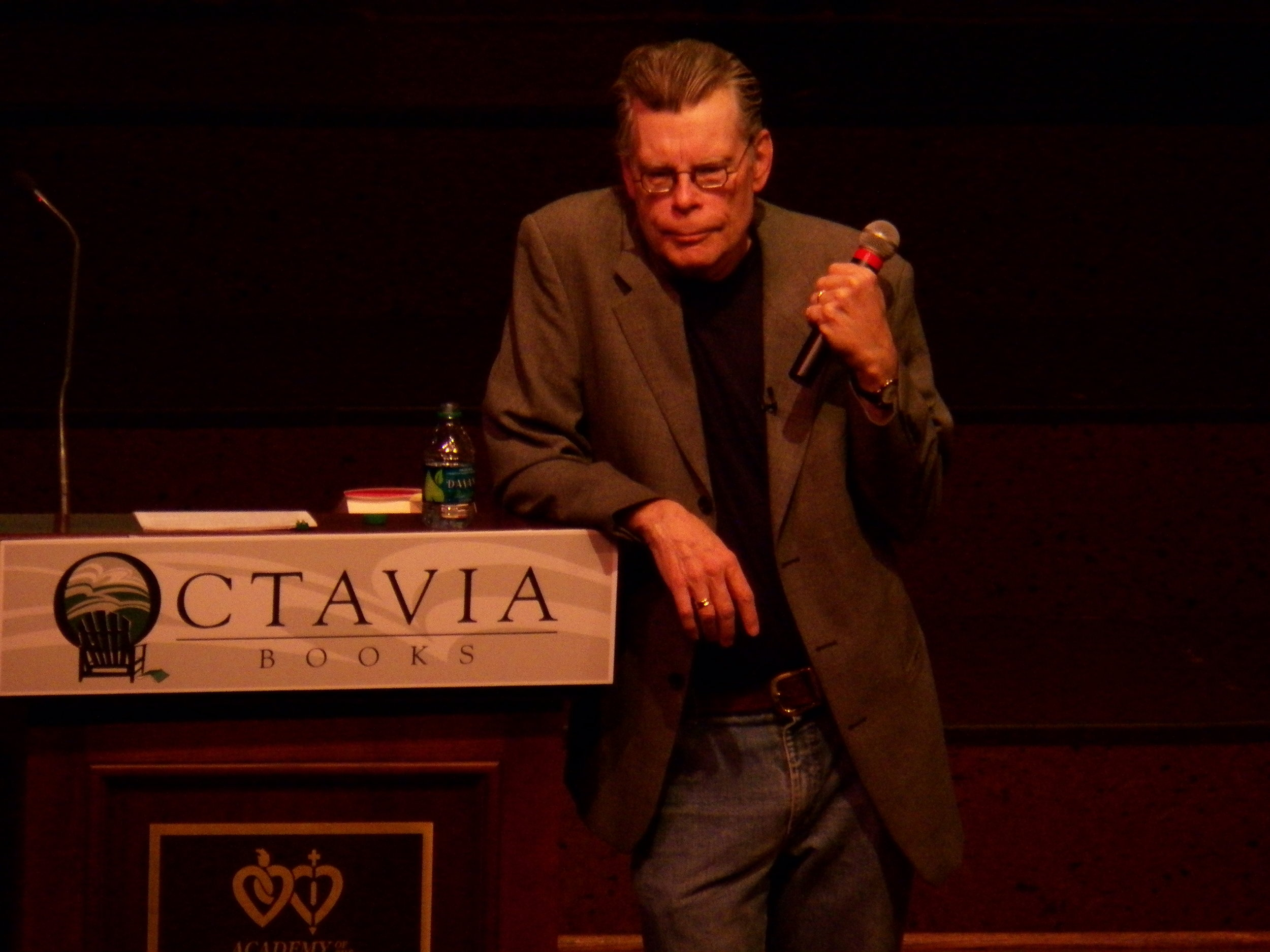 "Image courtesy of Wikimedia Commons   Stephen King discusses his book ""11/22/63"" in New Orleans in 2011."