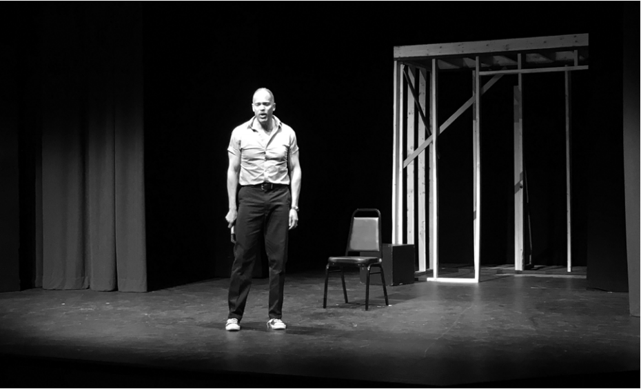 """Photo by Saee Chitale '22   Keith Hamilton Cobb onstage in his one-man show """"American Moor."""""""