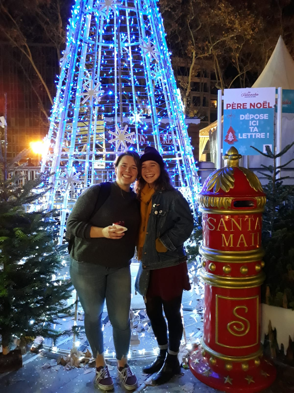 Photo courtesy of Lainie LaRonde '20 Lainie LaRonde '20 and Sarah Painting '20 at the Christmas market in la Place de la Comédie in Montpellier.