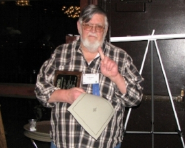 R. Bruce Bury being presented the Luminary Award at the 2018 Annual Meeting.