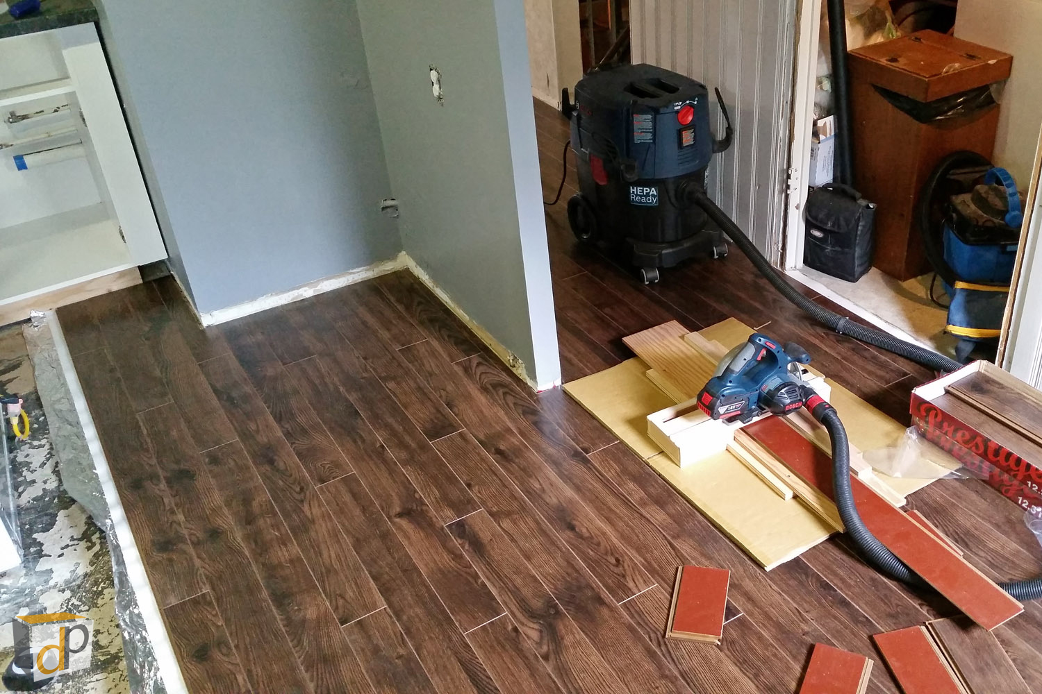 How To Cut Laminate Flooring Dust Free, What Saw Blade To Use For Cutting Laminate Flooring
