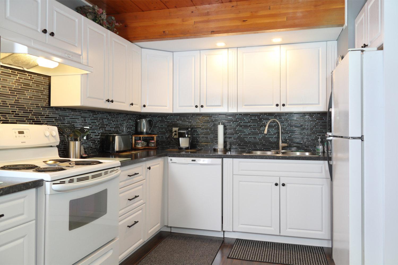thermofoil kitchen2.jpg