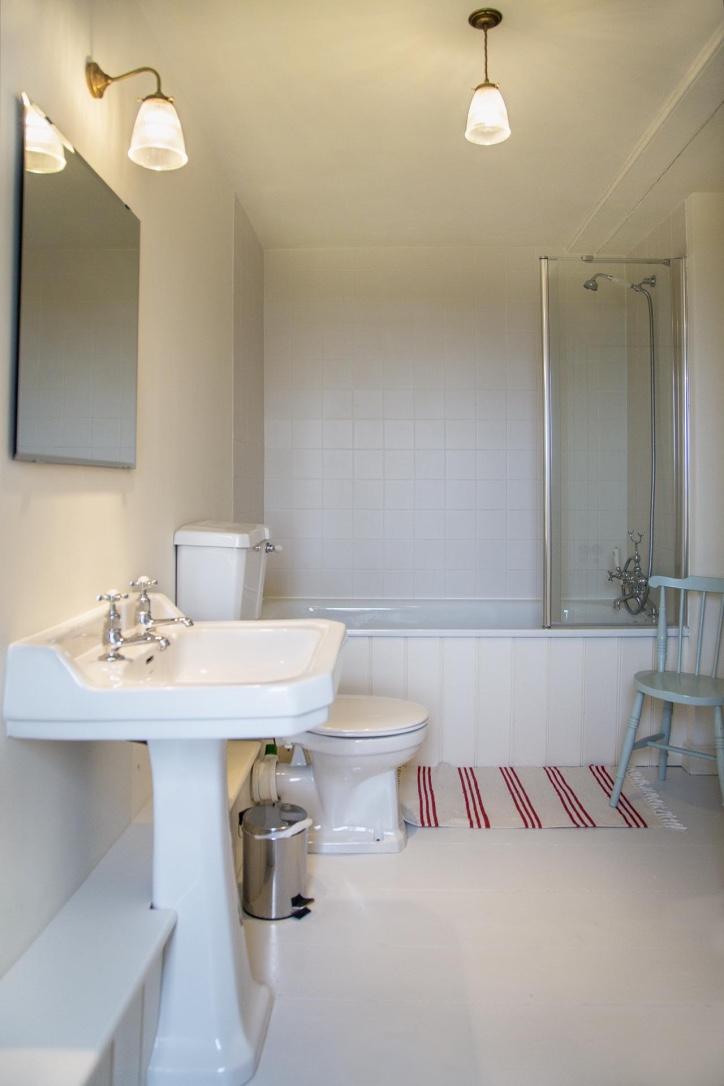 thumb_Bathroom_1024.jpg