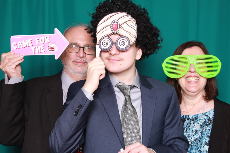 Balletta Mitzvah PB Justin and Parents.jpg