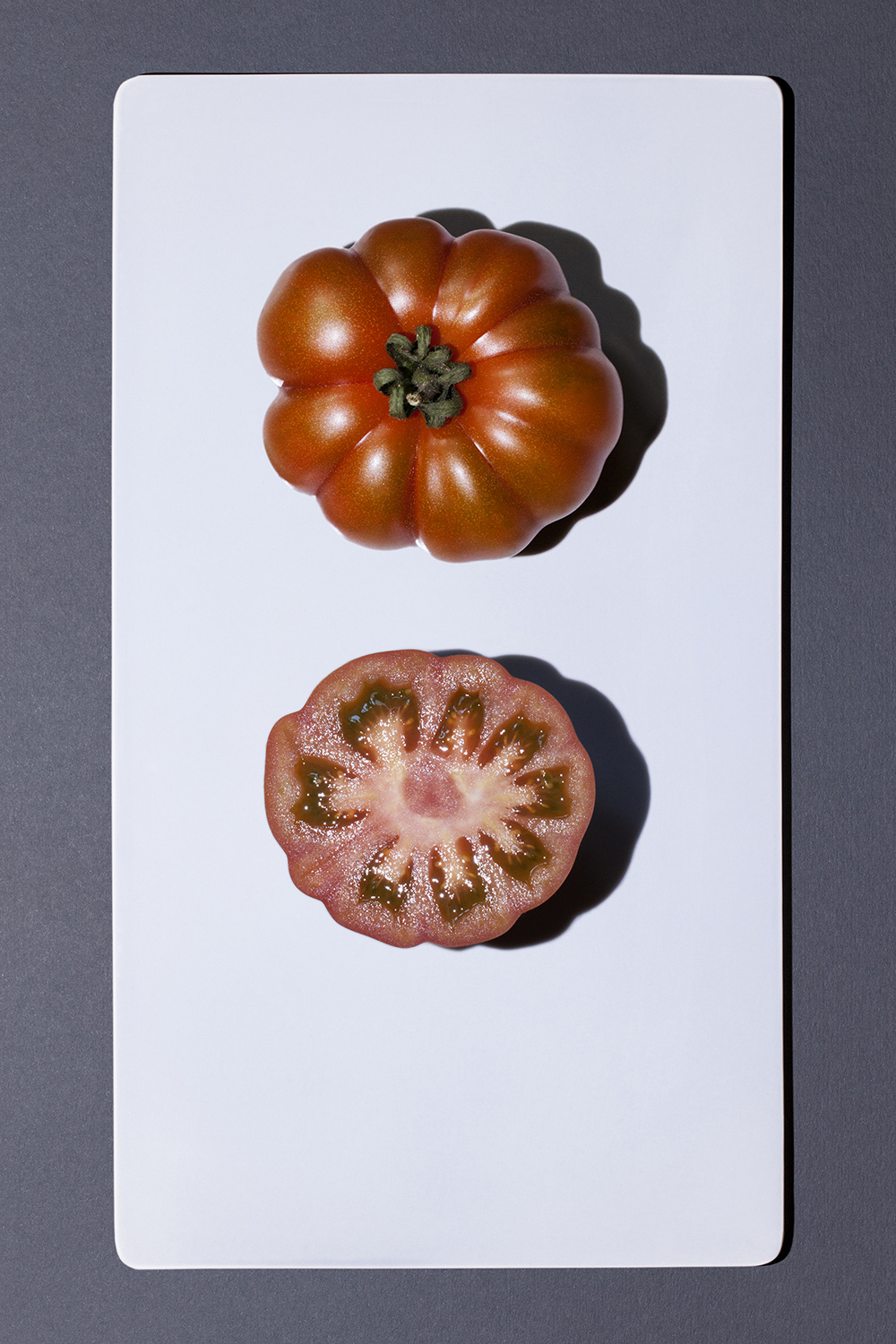 tomato_coeur_de_boeuf_and_slice.jpg