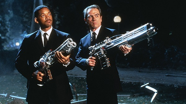 men in black, mib, tommy lee jones, will smith, jommy tee lones, agent j, agent k, kay, jay, tessa thompson, chris hemsworth, erik erikson, phase of life, late adult stage, psychology, on screen projection,
