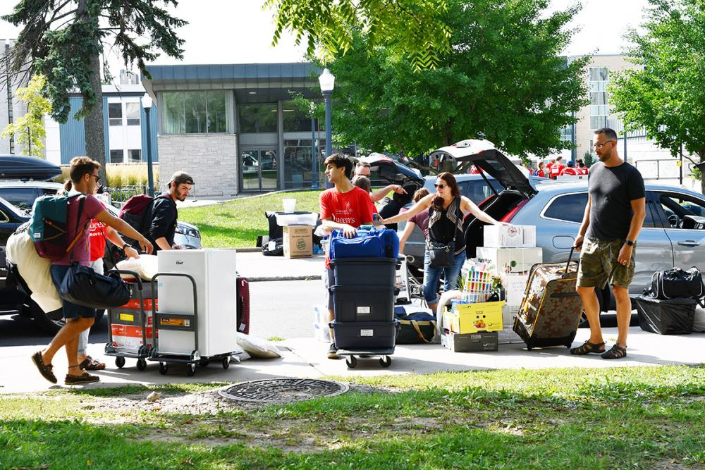 Move In Day outside Vic Hall.jpg