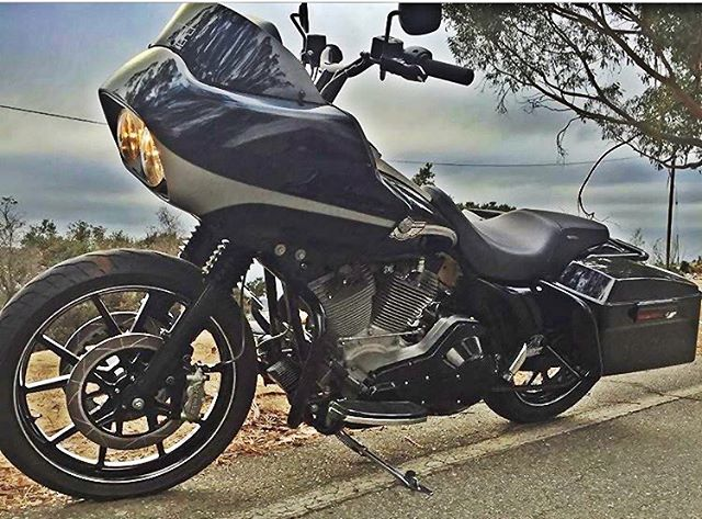 The most anticipated #harley ALL of us have been waiting for. 😎 @bkwcc finally back on 2.  #westcoastconnection #wccbayarea #baggerkilla 🐬