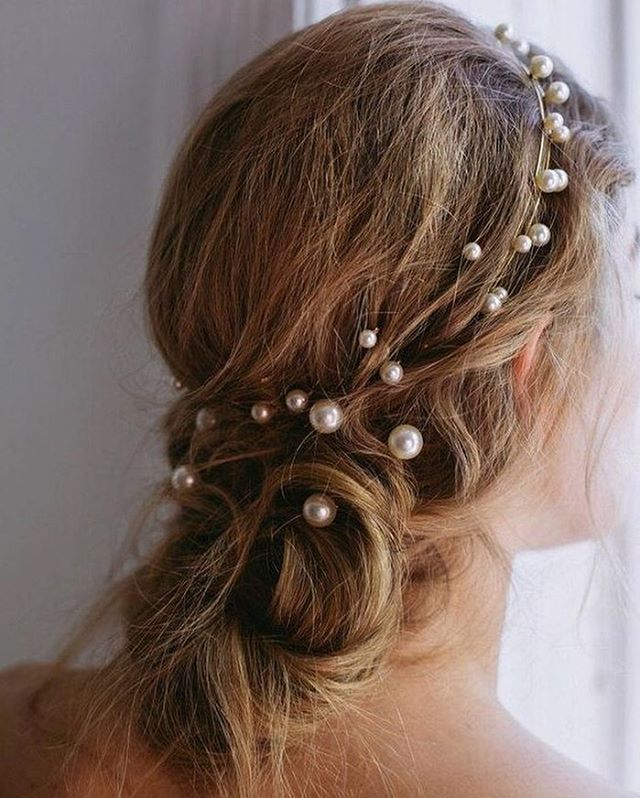 Messy buns and floating pearls 🐚 Perfect beachside do. #hairinspo |source: unknown|