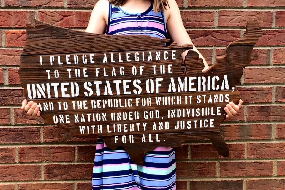 """US Cutout with Pledge of Allegiance 30""""x20"""