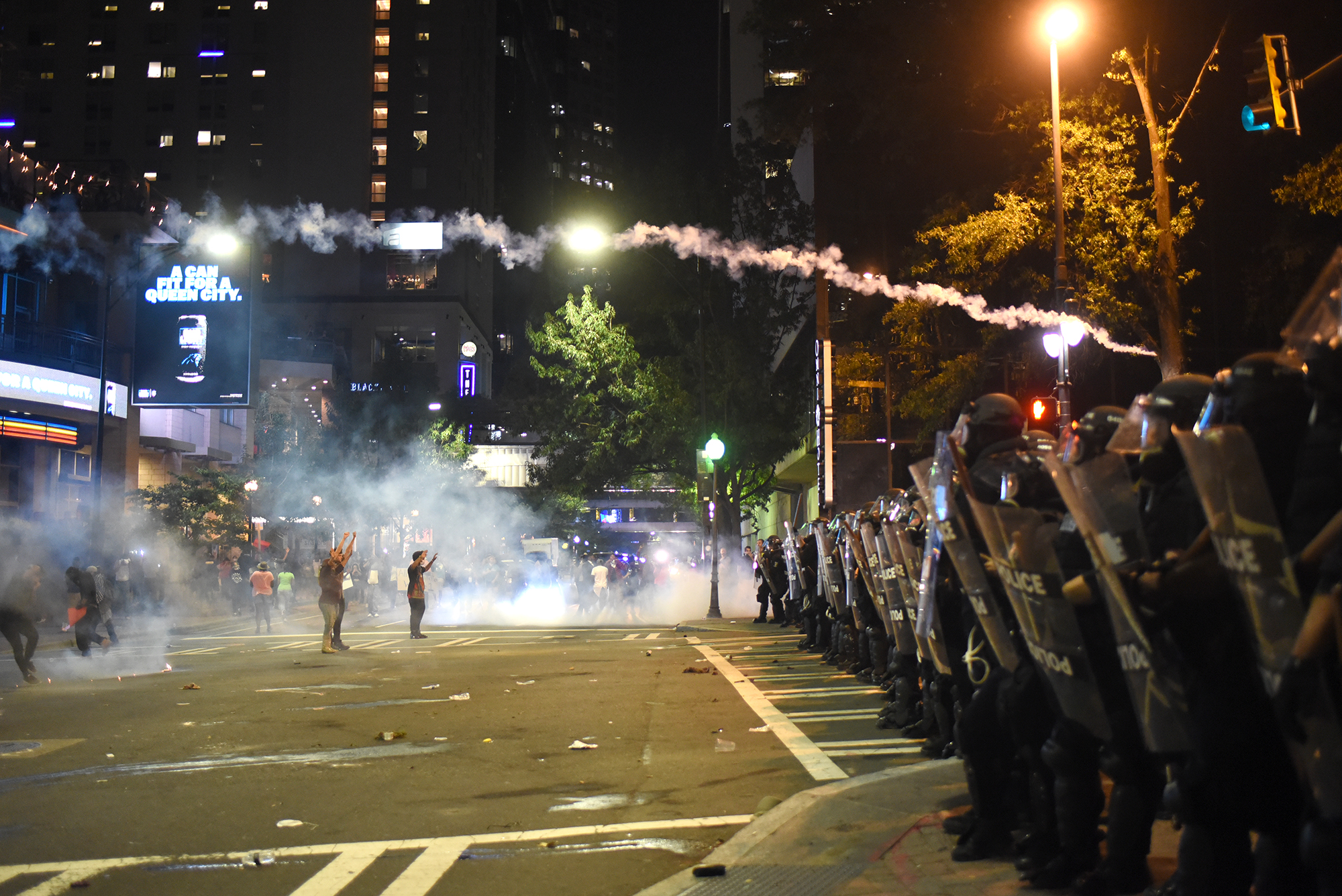 Tear gas is used as protesters confront riot police officers in Charlotte, North Carolina, USA, 21 September 2016. North Carolina governor Pat McCrory declared a state of emergency after protesters took to the streets of Charlotte, North Carolina, for the second consecutive night to demonstrate against the fatal shooting of African-American Keith Lamont Scott by police officers.