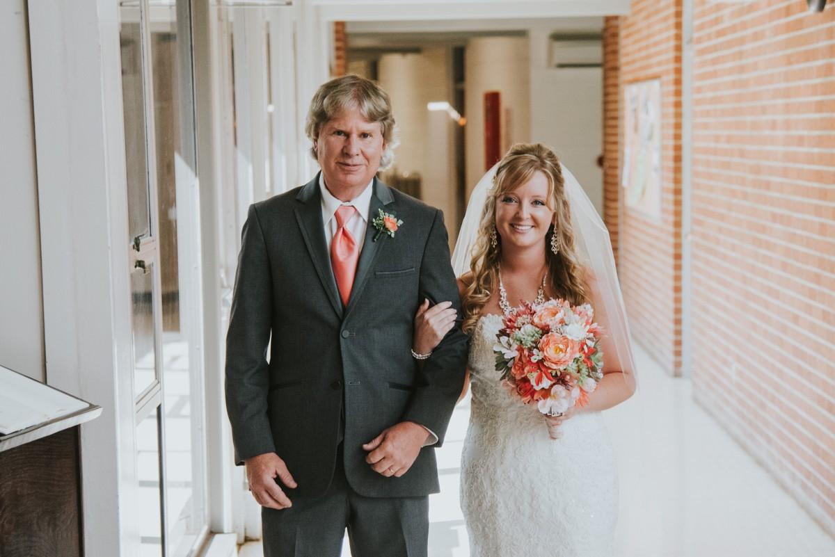 amber-and-brandon-wilmington-ohio-wedding_0016.jpg