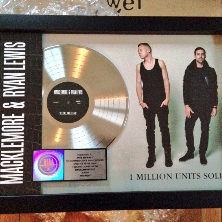 2013 U.S. Platinum Record Sales Award Macklemore & Ryan Lewis: The Heist (Engineer)