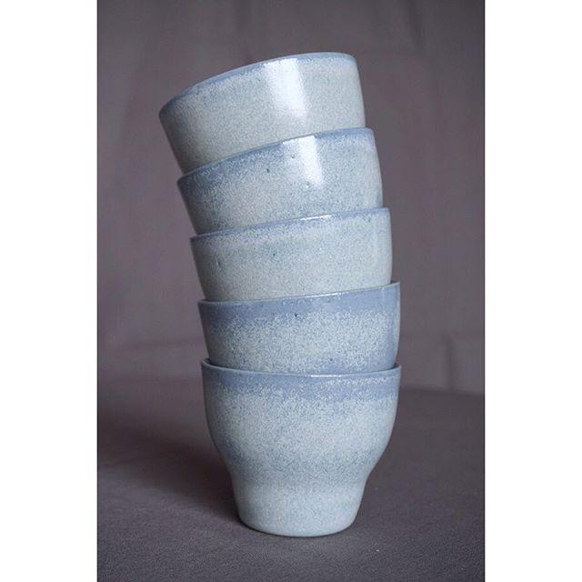 デンマークの陶芸アーティスト @oh_oak のNexøシリーズのカップを販売しています。 このサイズは日本人の手にちょうど良い大きさです! 3色ありますが、どれもお茶やコーヒーなどの飲み物の色とのコントラストを楽しめます。  #北欧 #デンマーク #デザイン #クラフト #インテリア #アート #コミュニティ #陶器 #aquietday #ボーンホルム島 #scandinavia #nordic #denmark #keramik #ceramic #craft #interior #indretning #decor #dekor #nordicdesign #vsco #vscocam #生活 #暮らし #bornholm #colour