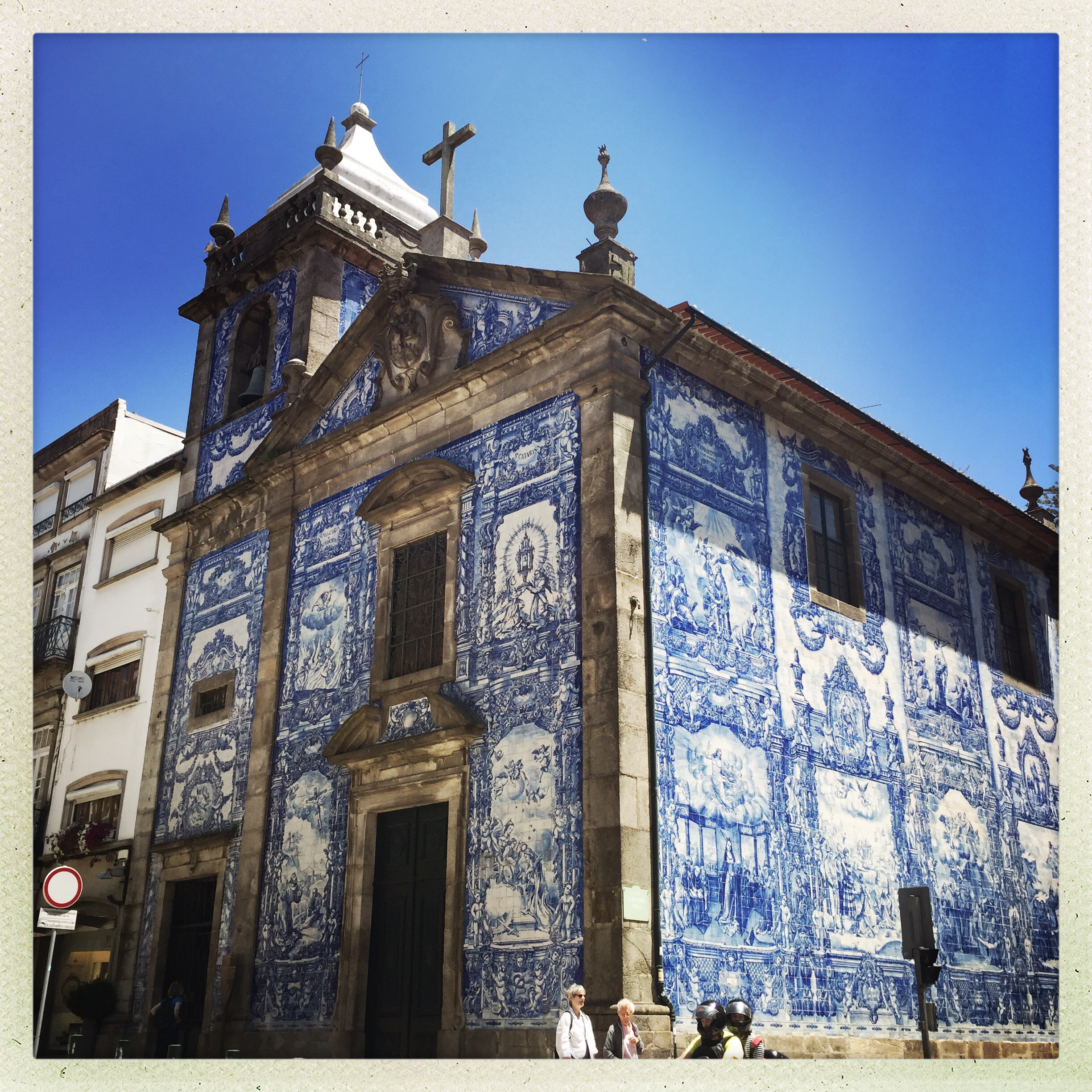 The blue tiling facade which is everywhere and just gorgeous