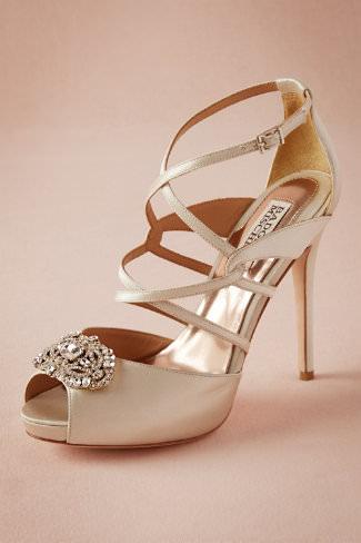 La marque BHLDN a créé des sandales vertigineuses pour celles qui aiment la hauteur, appelées Gemmo Heels. On aime la petite touche glamour avec l'ornement en cristal, un vrai bijou qui donne à vos sandales un côté princesse chic. Prix : 196 euros