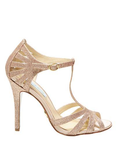 David's Bridal saura convaincre les futures mariées les plus réticentes avec cette jolie paire de chaussures open toes. On dit oui aux multiples brides esprit fifty.Prix : 44 euros.