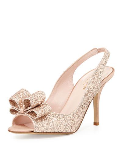 Kate Spade a tout misé sur les paillettes et les nœuds. Cette paire de sandales appelée «Charm » porte bien son nom et les futures mariées les plus girly d'entre nous vont adorer. Prix : 250 euros.