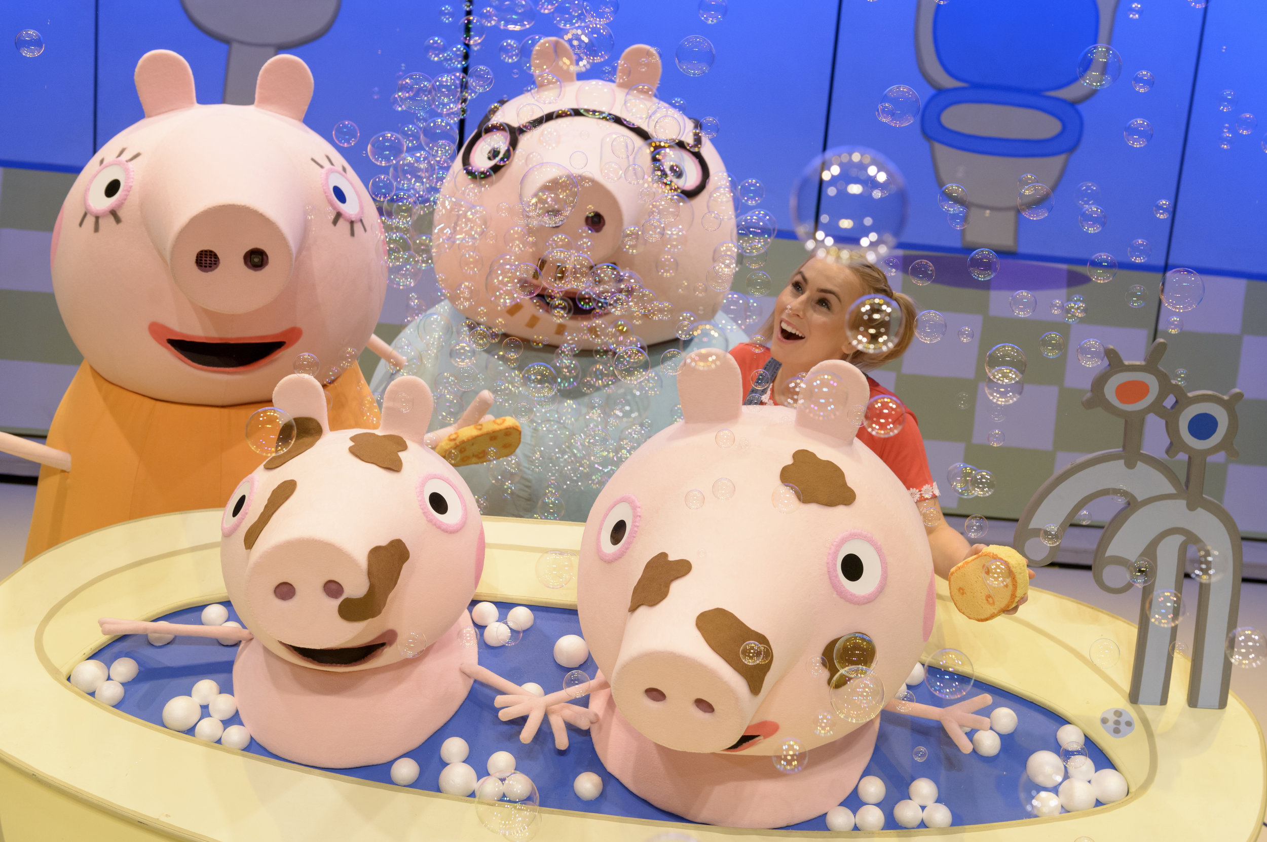 Mummy Pig, George, Daddy Pig, Emma Grace Arends as Daisy, and Peppa