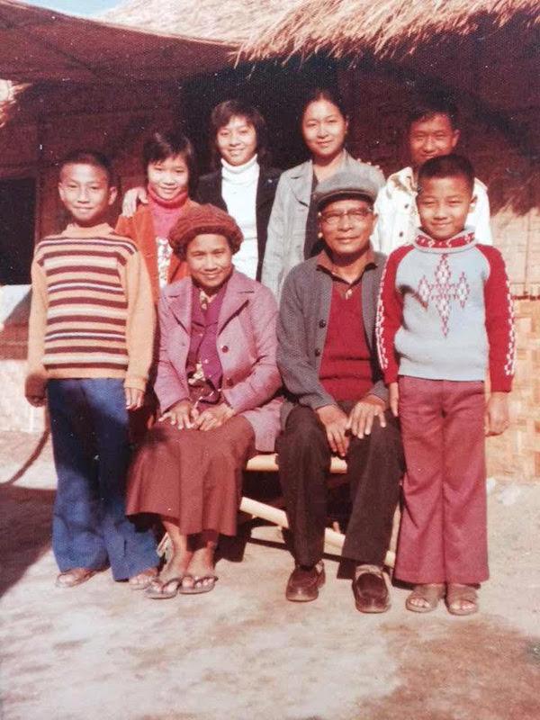 grandparents-day-gramma-poun-and-family.jpg
