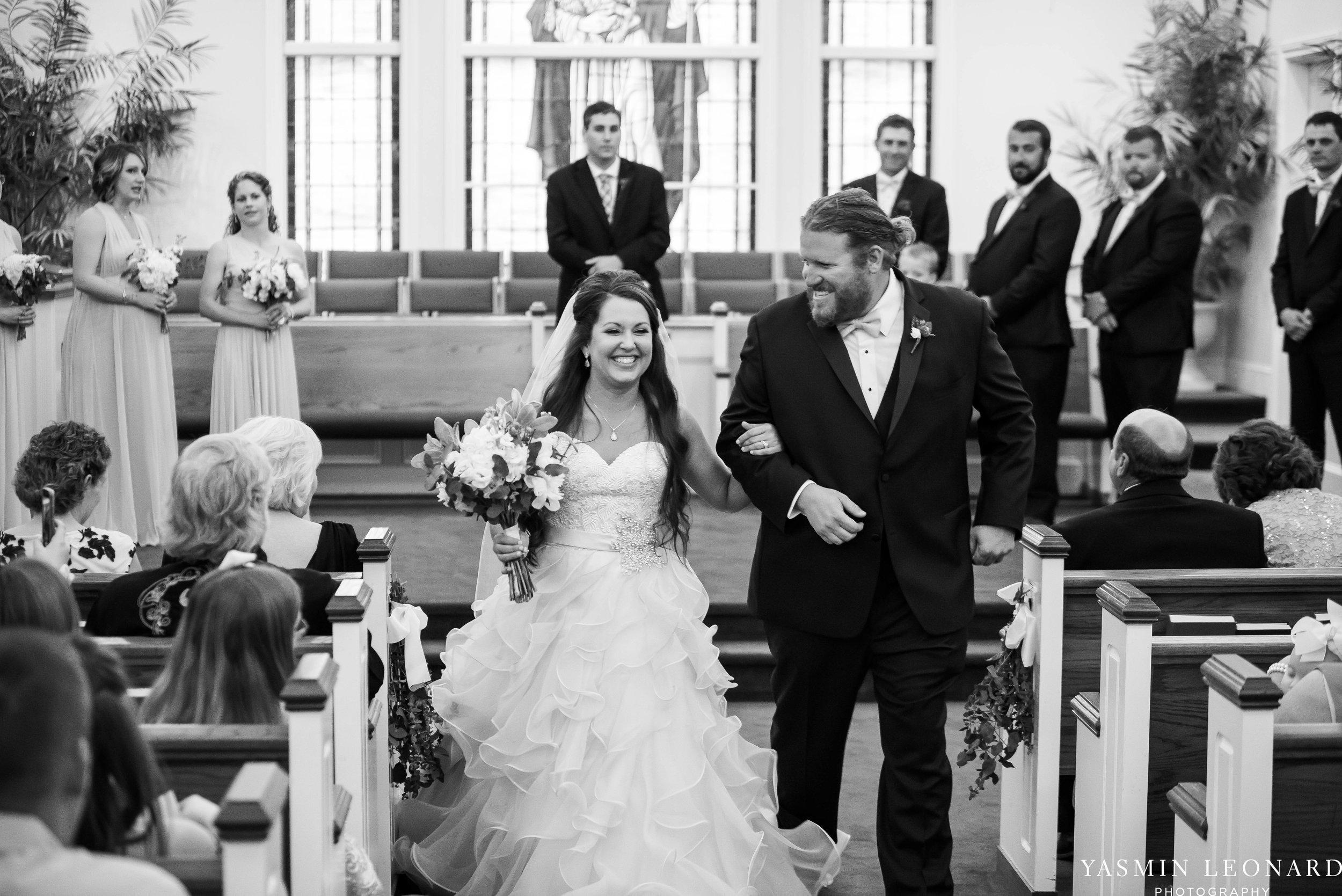 Rain on your wedding day - Rainy Wedding - Plan B for Rain - What to do if it rains on your wedding day - Wedding Inspiration - Outdoor wedding ideas - Rainy Wedding Pictures - Yasmin Leonard Photography-28.jpg