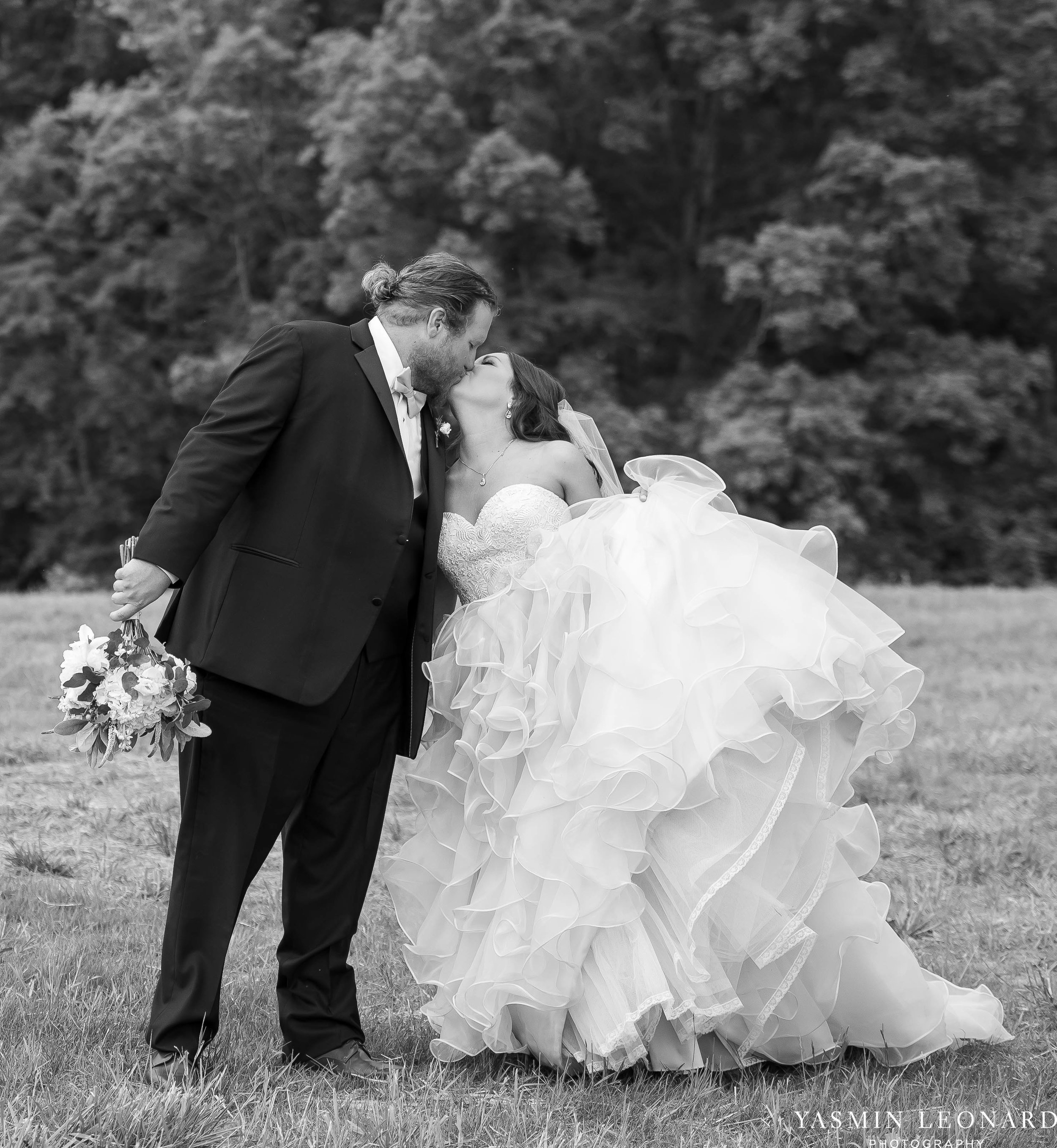Rain on your wedding day - Rainy Wedding - Plan B for Rain - What to do if it rains on your wedding day - Wedding Inspiration - Outdoor wedding ideas - Rainy Wedding Pictures - Yasmin Leonard Photography-41.jpg