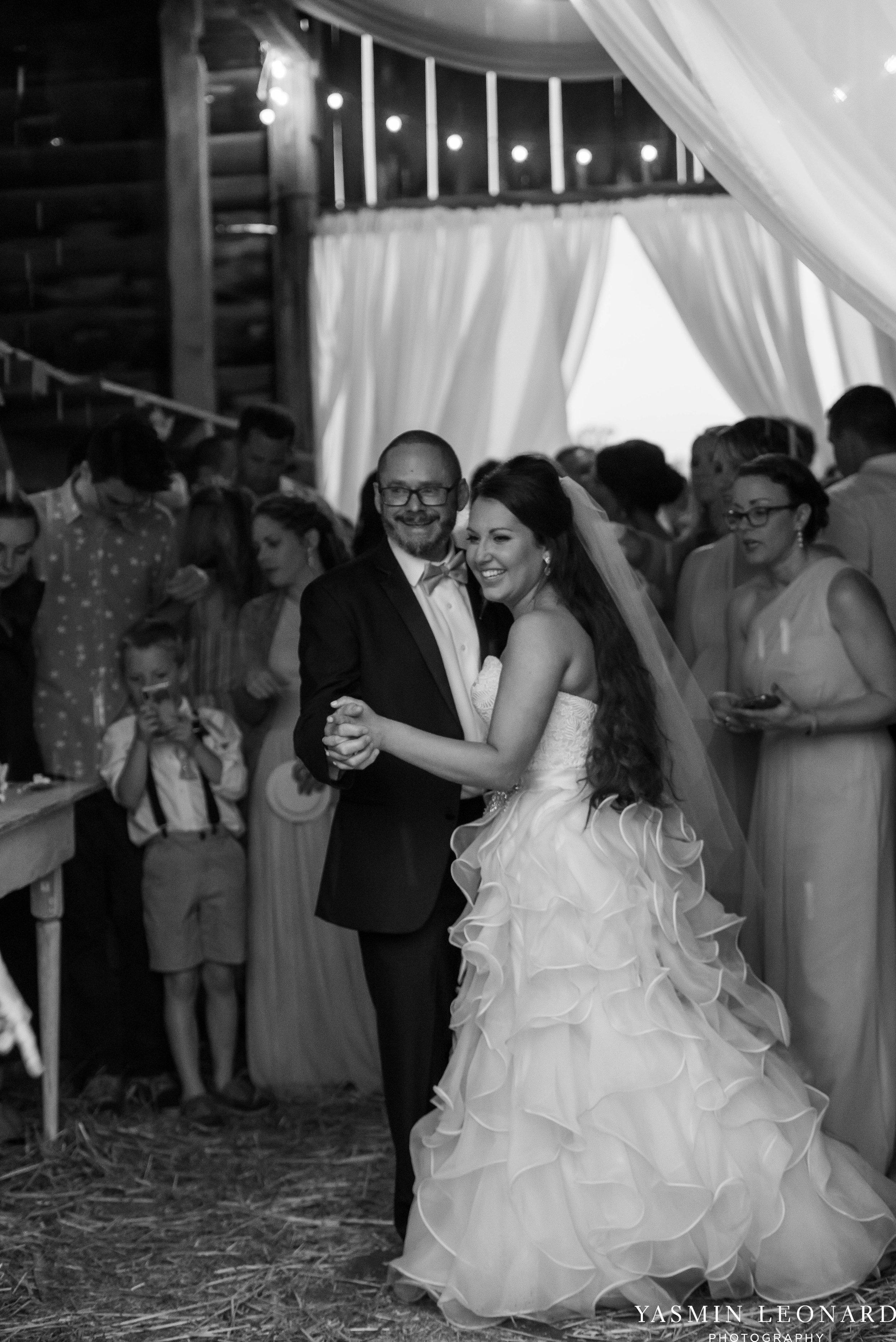 Rain on your wedding day - Rainy Wedding - Plan B for Rain - What to do if it rains on your wedding day - Wedding Inspiration - Outdoor wedding ideas - Rainy Wedding Pictures - Yasmin Leonard Photography-74.jpg