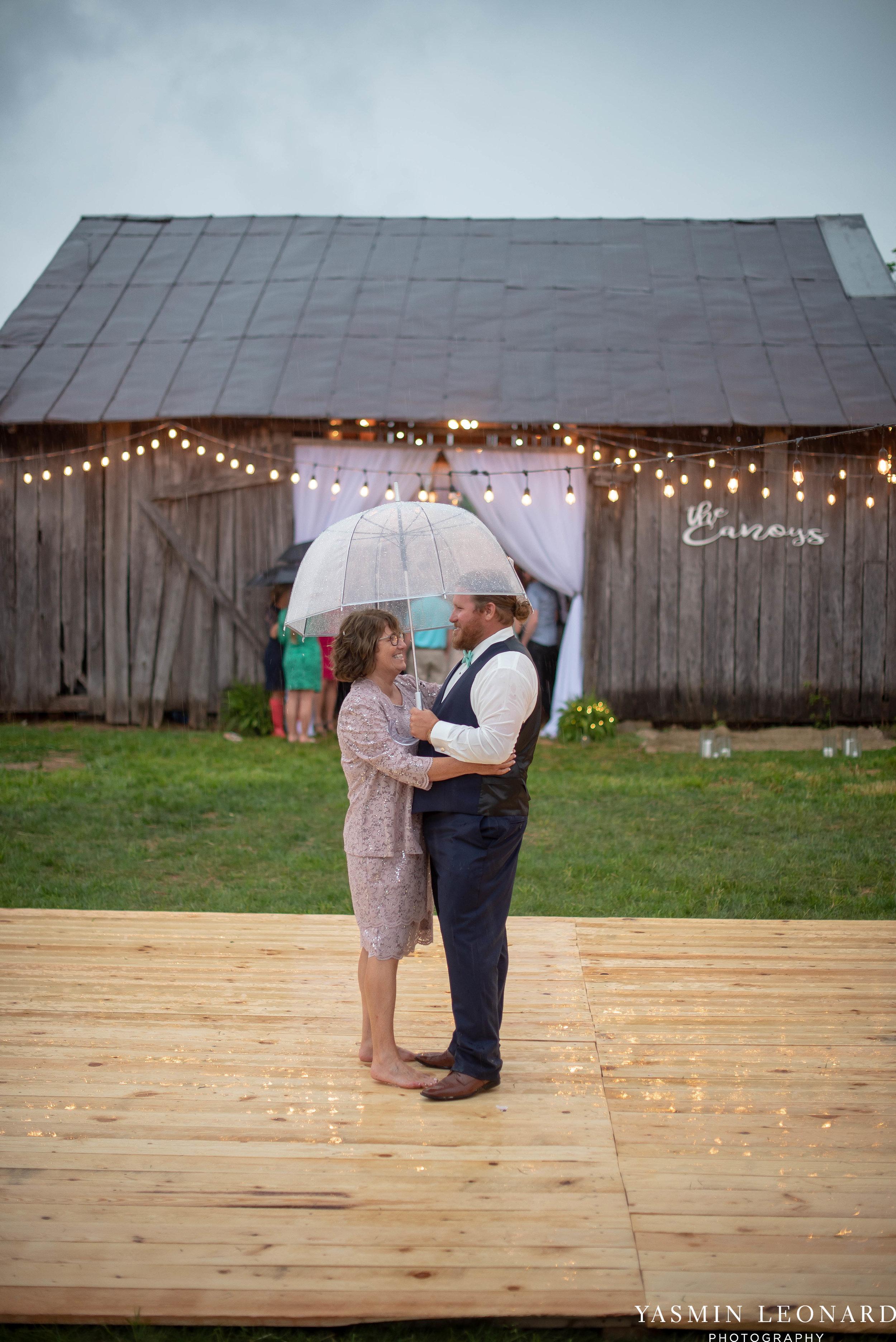 Rain on your wedding day - Rainy Wedding - Plan B for Rain - What to do if it rains on your wedding day - Wedding Inspiration - Outdoor wedding ideas - Rainy Wedding Pictures - Yasmin Leonard Photography-76.jpg