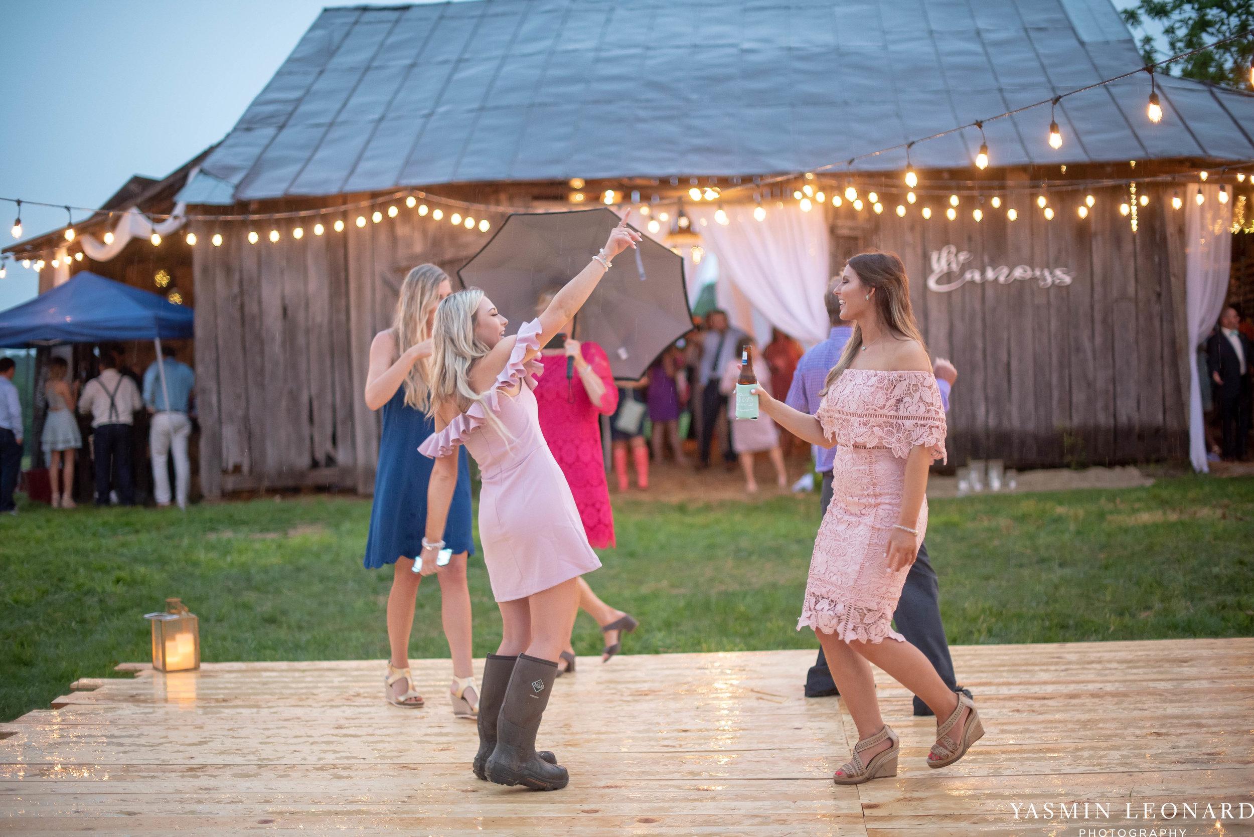 Rain on your wedding day - Rainy Wedding - Plan B for Rain - What to do if it rains on your wedding day - Wedding Inspiration - Outdoor wedding ideas - Rainy Wedding Pictures - Yasmin Leonard Photography-77.jpg