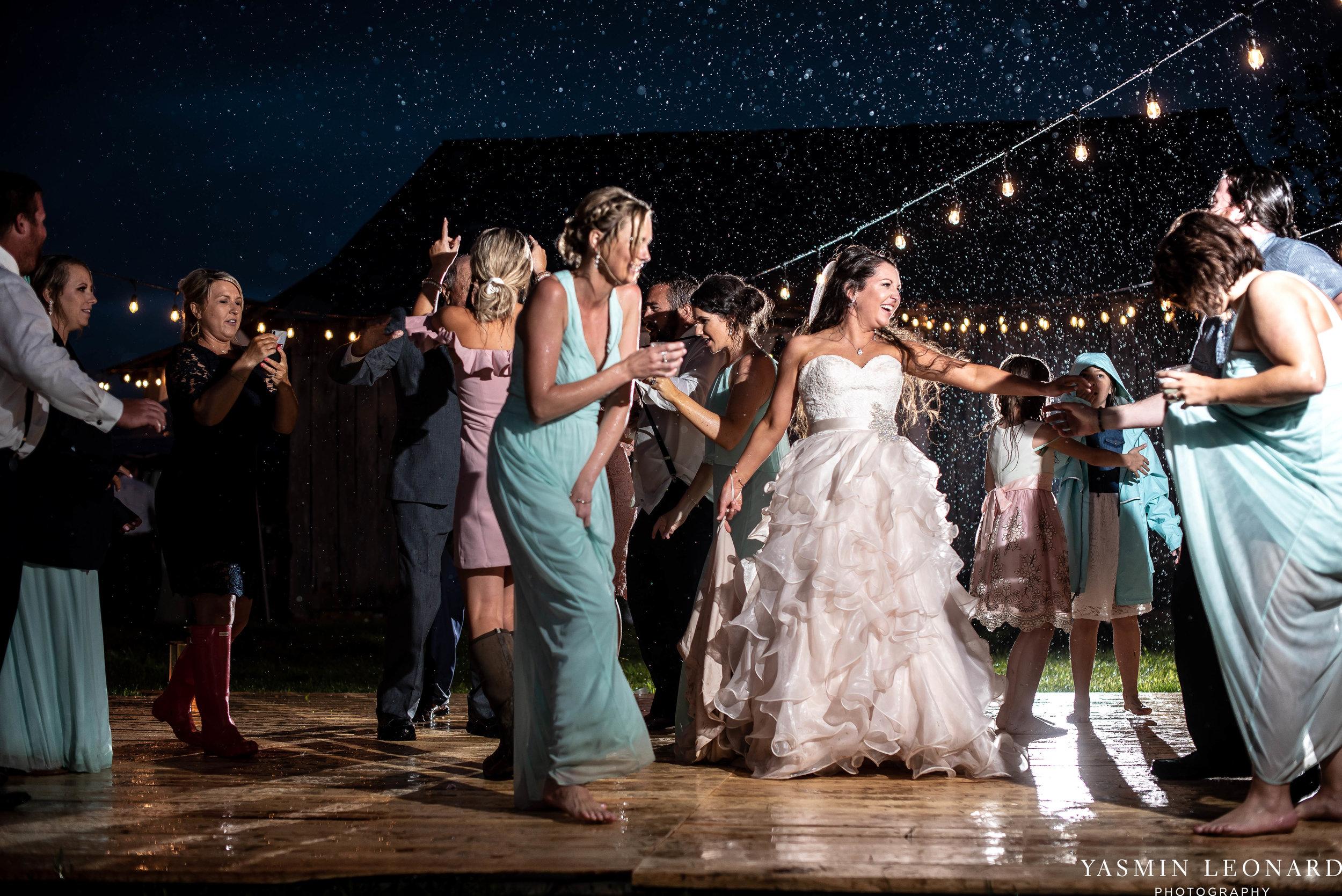 Rain on your wedding day - Rainy Wedding - Plan B for Rain - What to do if it rains on your wedding day - Wedding Inspiration - Outdoor wedding ideas - Rainy Wedding Pictures - Yasmin Leonard Photography-86.jpg