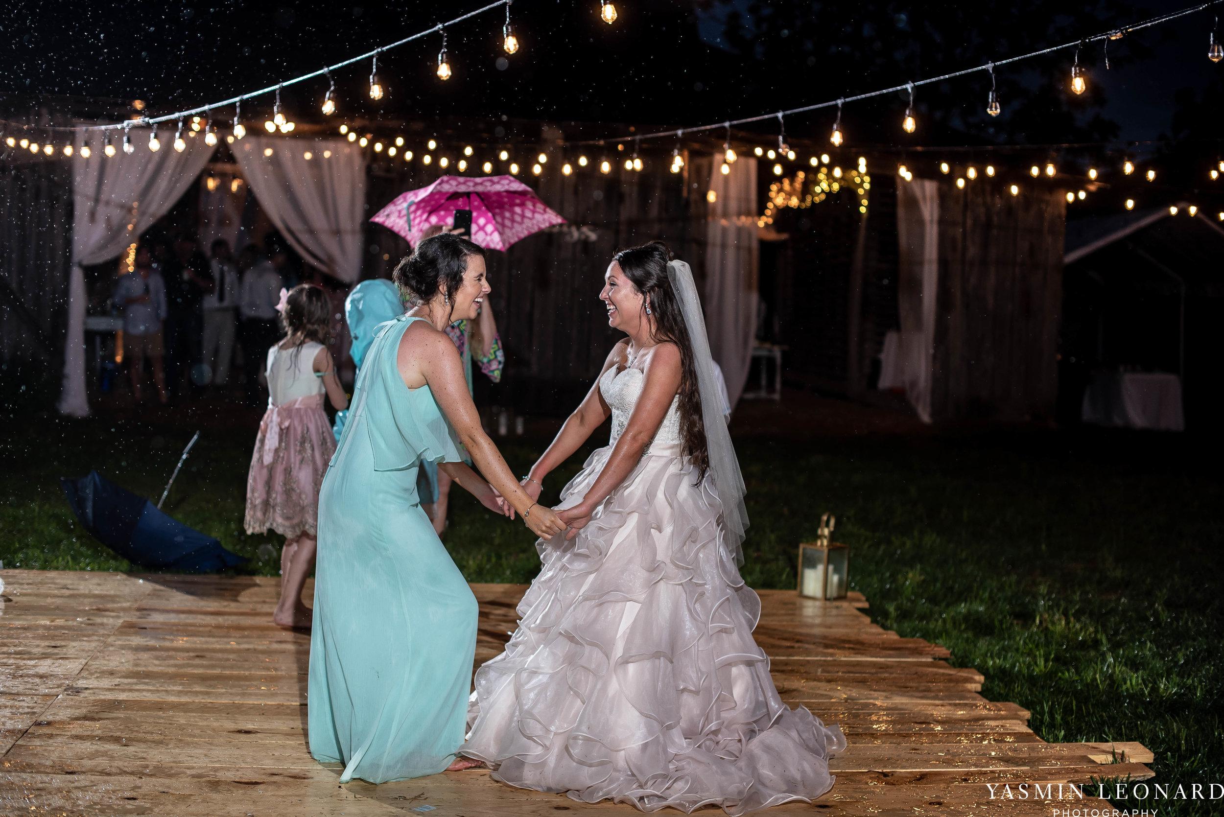 Rain on your wedding day - Rainy Wedding - Plan B for Rain - What to do if it rains on your wedding day - Wedding Inspiration - Outdoor wedding ideas - Rainy Wedding Pictures - Yasmin Leonard Photography-89.jpg