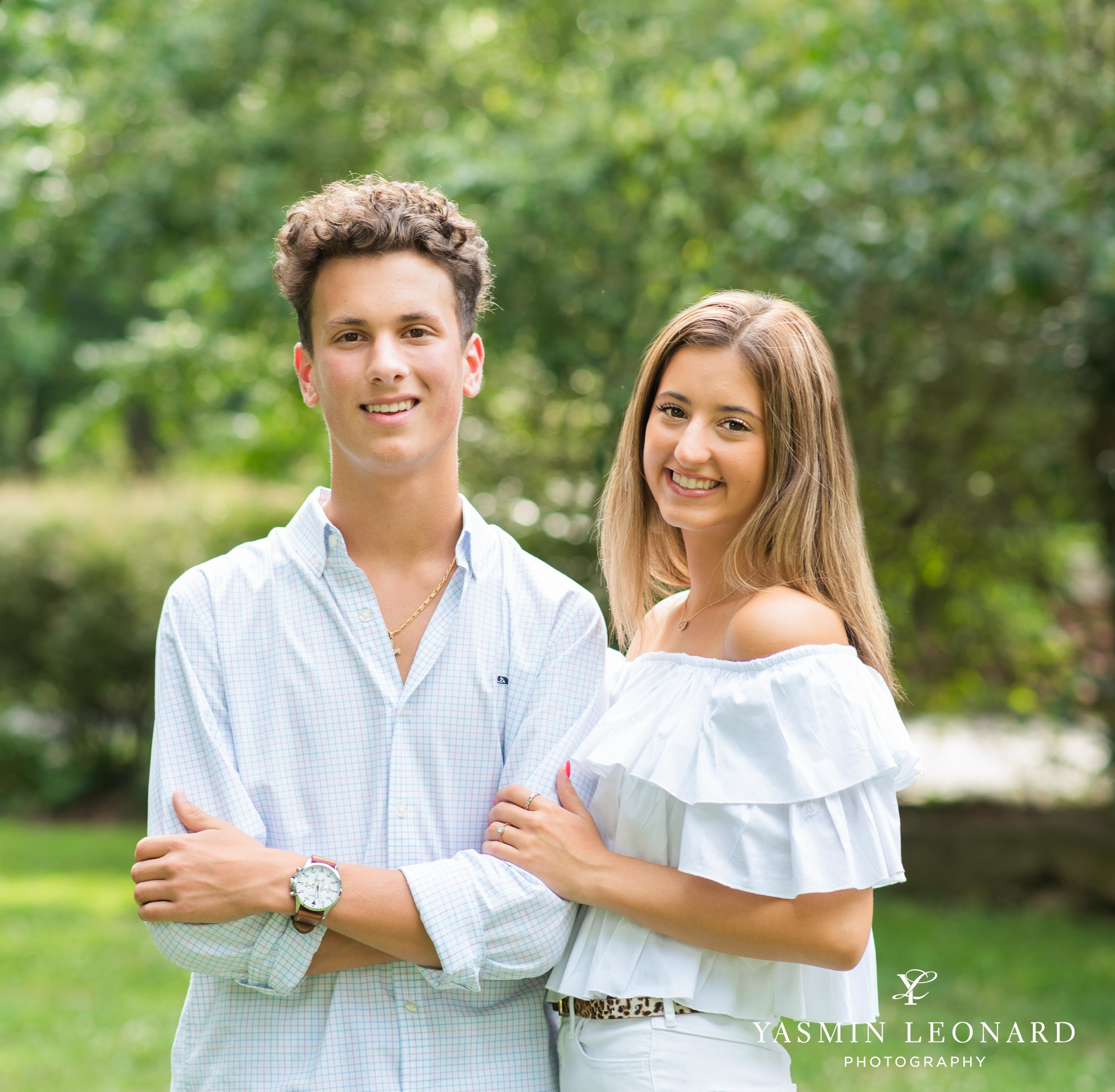 Twin Senior Portraits - Senior Pictures with your twin - How to pose twins - NC SEnior - Senior Pictures - Senior Twins - High Point Senior Portraits - Winston Senior Portraits - Yasmin Leonard Photography-2.jpg
