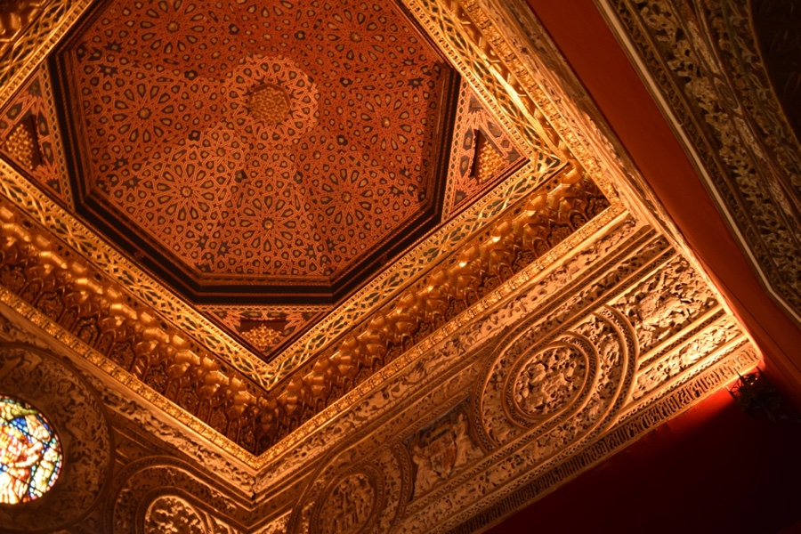 ONE OF THE MANY CEILINGS INSIDE THE CASTLE THAT ARE WELL WORTH TAKING THE TIME TO SEE.