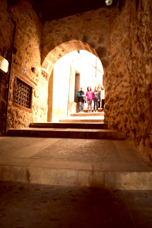 In Cuenca, you will come across mysterious hidden streets like this one.