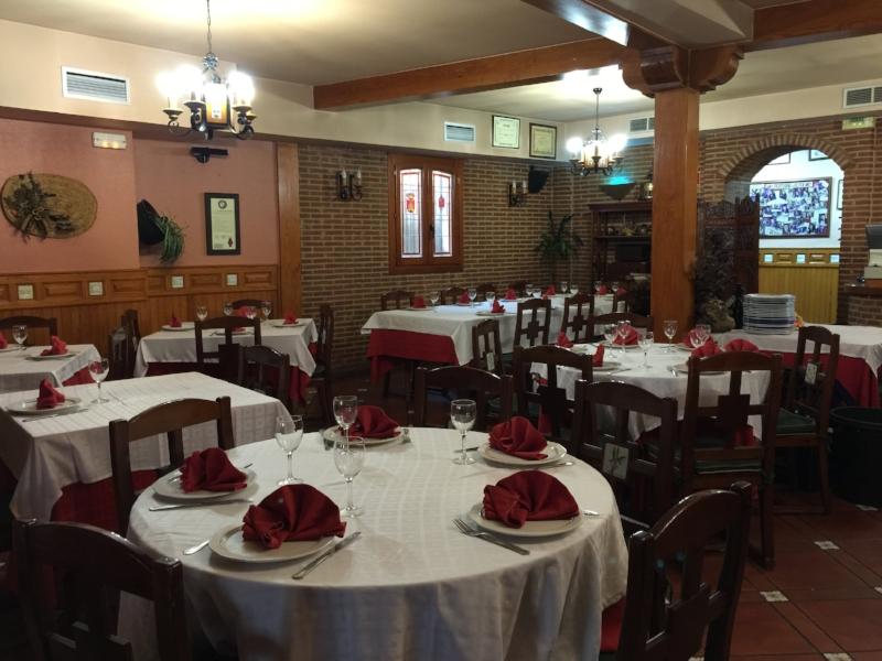 The cozy dining room at Asador El Tolmo, Brihuega. Photo courtesy Asador El Tolmo Asador el Tolmo