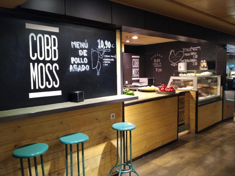 Cobb Moss serves gourmet to go.