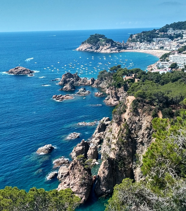 The vistas around Tossa de Mar are worth seeing even before you set foot in the town.
