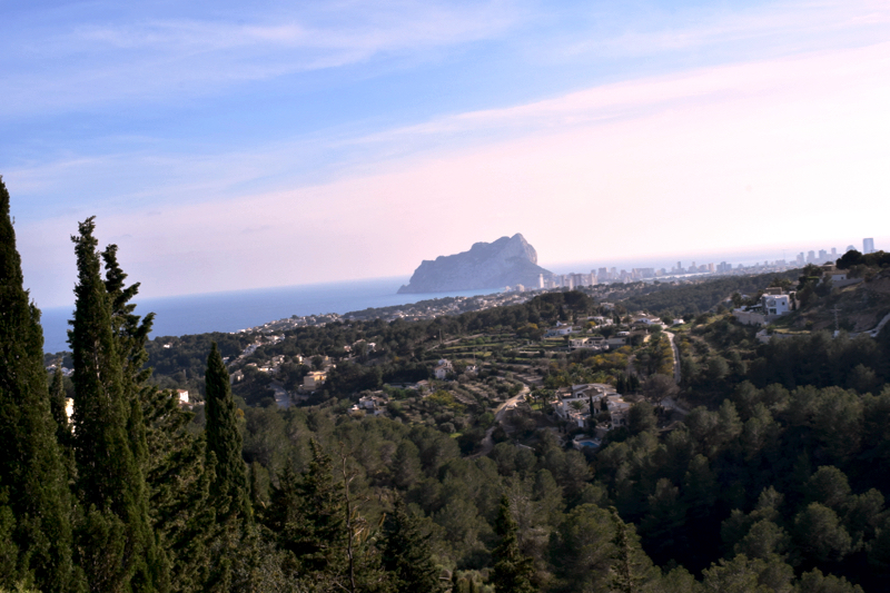 Overlooking the piñon (rock jutting out in the water) of Calpe, Spain